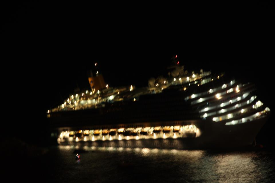 COSTA CONCORDIA_Grounding_13012012 (5)