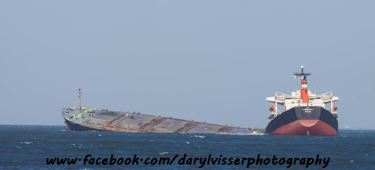 MV SMART capsize Richards Bay 19082013 (33)